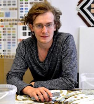 Окончил МГПУ, факультет «Изобразительных искусств и Дизайна». Создаёт панно в технике «римская мозаика» (от эскиза до воплощения в материале). В 2010 году организовал мозаичную мастерскую Architeza Art